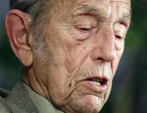 Harold Camping, who predicted the Lord's return twice in 2011, has publicly apologised.