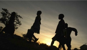 Night commuters in Gulu, 2006 (credit: World Vision)