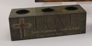 CANDLE HOLDER LOVE WOOD